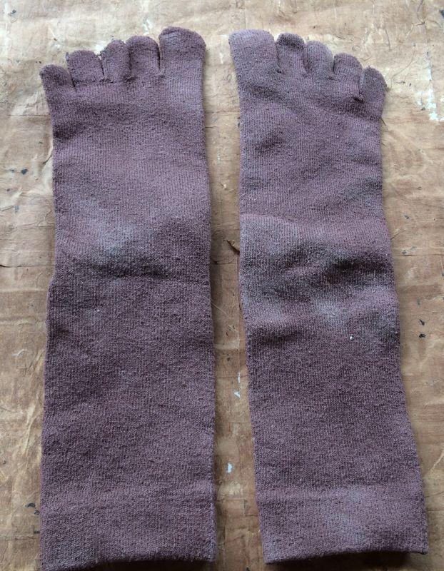 画像2: 草木染め絹5本指ソックス/ビワ